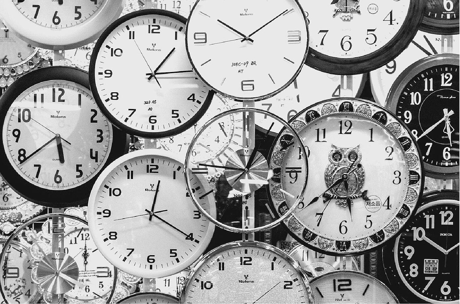 black-and-white-black-and-white-clocks-707676-1-1